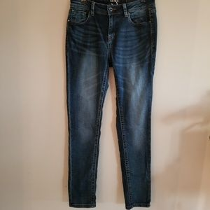 GRACE size 28 dark wash easy fit skinny jean